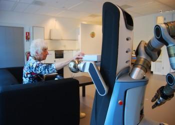 روبوتات تصادق العجائز الوحيدين في دور الإيواء: هل تصلح الآلة ما أفسده الإنسان؟