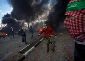 استشهاد 3 فلسطينيين وإصابة 300 في مواجهات مع الاحتلال