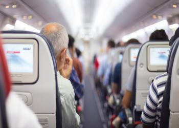 قائد طائرة يفاجئ طلابا متفوقين بتكريمهم على متن رحلة بالسعودية