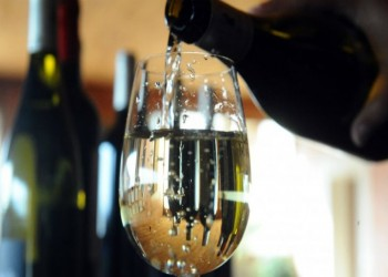 فرنسا: 40 ألف وفاة سنويا بسبب الكحول رغم تراجع الاستهلاك