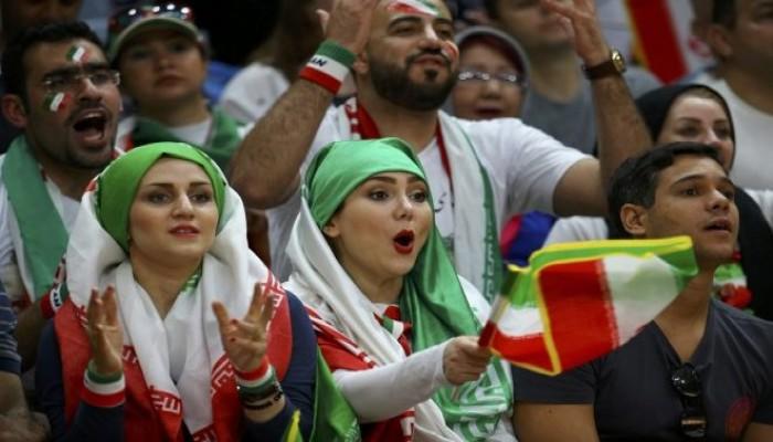 للمرة الأولى.. السماح لإيرانيات بحضور مباراة لكرة القدم