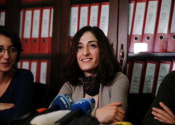 صحفية ألمانية تعود لبلادها بعد إلغاء تركيا حظر سفرها