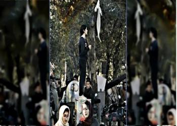 فيديو.. إيران تعتقل 29 فتاة شاركن بحملة «خلع الحجاب»