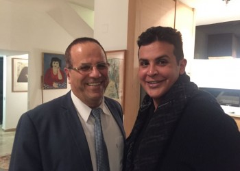 وزير إسرائيلي يلتقي أميرا بحرينيا في تل أبيب علنا