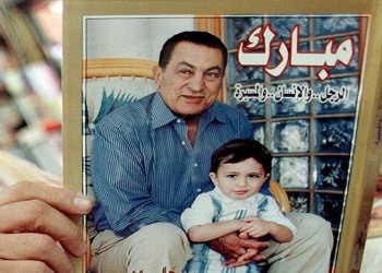 «مبارك» يكشف كواليس التوريث والتنحي في مذكراته الشخصية