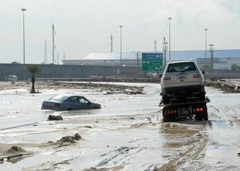 الكويت تبدأ توزيع التعويضات المالية لمتضرري الأمطار