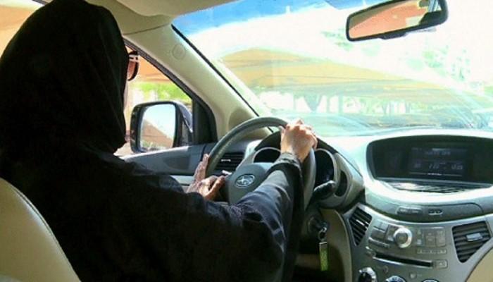 طرح توصية «قيادة المرأة» على «الشورى» السعودي الشهر الجاري