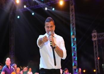عمرو دياب يشعل حماس الجمهور السعودي بحفل الفورمولا إي