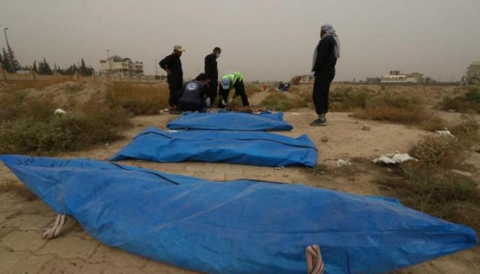 سوريون في الرقة يستخرجون جثث ذويهم لإعادة دفنها