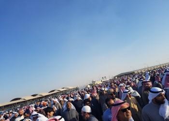 بالفيديو.. لحظة دفن «مشاري العرادة» بالكويت