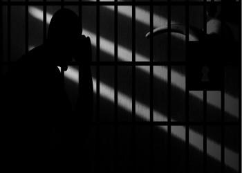 بريطاني يروي قصه احتجازه في دبي وتعذيبه حتى الاغتصاب