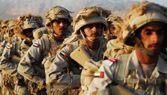 أبوظبي.. القبض على شخصين رقصا «بشكل فاضح» وهما يرتديان زيا عسكريا