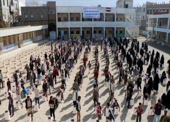 متبرعة قطرية تقدم مساعدات لـ400 أسرة نازحة وسط اليمن