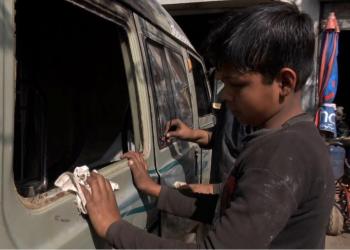 المزيد من أطفال غزة يدخلون سوق العمل مع تفاقم البطالة