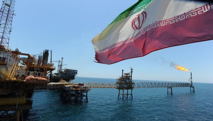 ارتفاع صادرات النفط الإيراني أكثر من المتوقع بفعل مساعدة ناقلات دولية عملاقة