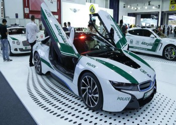 بالصور.. «بي إم دبليو» و«بنتلي» وسيارات فارهة في أسطول عربات شرطة دبي