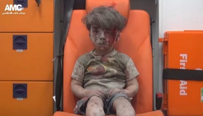 مراسل قناة «العالم» «حسين مرتضى» يستخف بالطفل السوري «عمران»