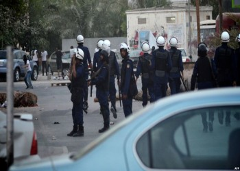 الشرطة تفرق مئات المتظاهرين الشيعة في البحرين