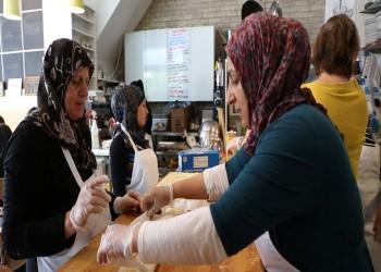 مطبخ «زيت زيتون» في مصر ..وجبات منزلية وسوريات يخففن ألم اللجوء