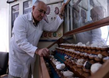 حصوات الكلى..أثمن المقتنيات في عيادة طبيب تركي
