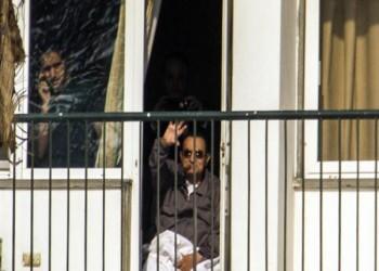 «مبارك» تحت «الإقامة الجبرية» بعد رفض «السيسي» السماح له بمغادرة المستشفى