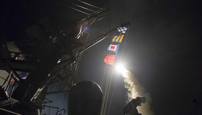 واشنطن تشن ضربات عسكرية على قاعدة جوية للنظام السوري.. والسعودية تؤيد و«بوتين» يحذر