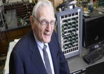 مخترع بطاريات الليثيوم الذي تخطى التسعين عاما يبتكر بطارية عظيمة أخرى