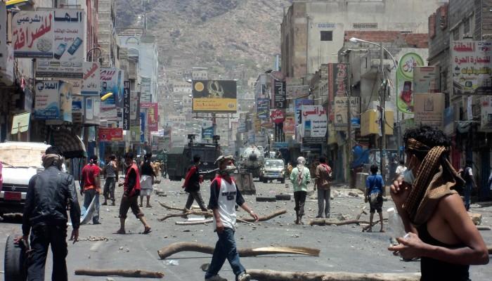 الإمارات تعبث بتعز اليمنية.. والحكومة تواجهها بإجراءات صارمة