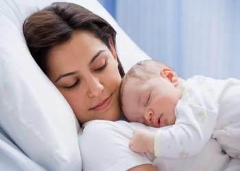 آلام الرقبة والظهر بسبب الرضاعة الطبيعية .. كيف يمكن تجنبها؟