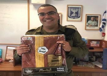 عباءة ومسبحة.. هدايا سعودية للمتحدث باسم الجيش الإسرائيلي