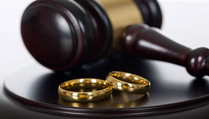 «العدل» للمحاكم السعودية: لا «حضانة» على المرأة القاصر المنفصل والديها