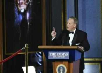 ظهور مفاجئ لـ«شون سبايسر» في حفل جوائز «إيمي» التلفزيونية