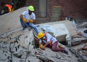 «واتساب» ينقذ سيدة مصابة تحت الأنقاض في زلزال المكسيك