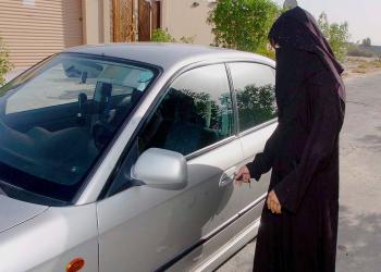 بلومبيرغ: في السعودية.. ليس الجميع سعداء بقيادة المرأة للسيارة