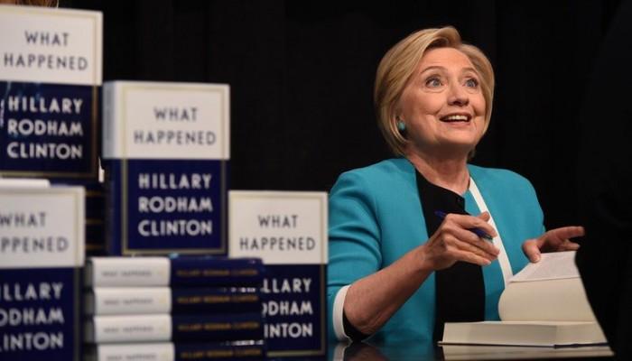 هذا ما حدث .. كتاب لكلينتون يتصدر الأكثر مبيعا في أمريكا