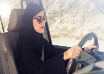 هل تمنح السعودية المرأة تراخيص قيادة سيارات الأجرة؟