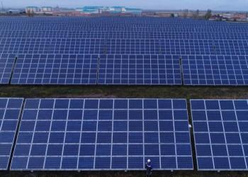 السعودية تستثمر في أول مشروع للطاقة الشمسية