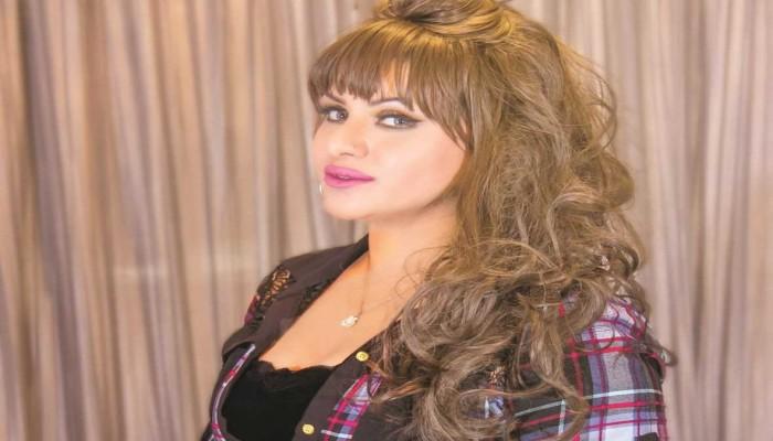 ممثلة كويتية تفضح وزيرا حثها على الطلاق ليتزوجها سرا