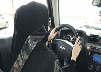 ضبط فتاة ظهرت في مقطع فيديو وهي تقود سيارتها بالرياض