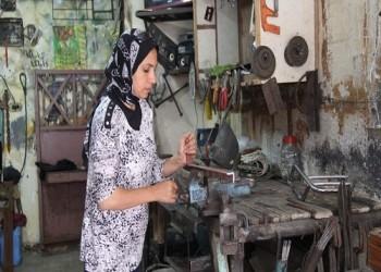 مصرية تقتحـم عالم «الحدادة».. مهنة الرجال الشاقة