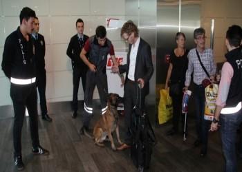 تركيا تفتش طائرة ركاب نمساوية مستخدمة الكلاب البوليسية