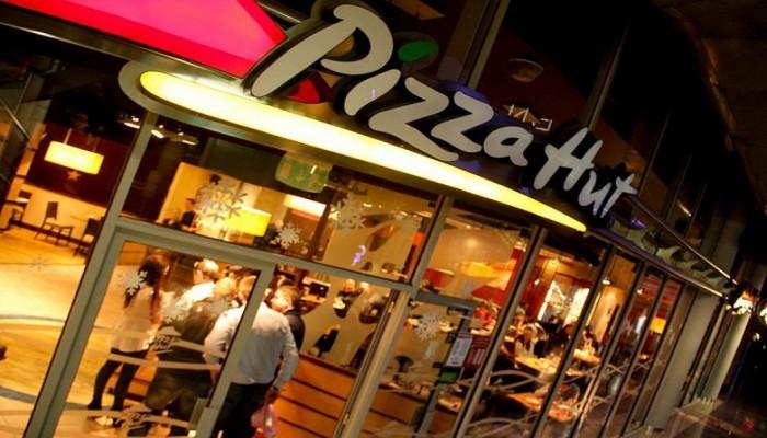 استدعاء «بيتزا هت» السعودية بسبب إعلان يسخر من «التأتأة»