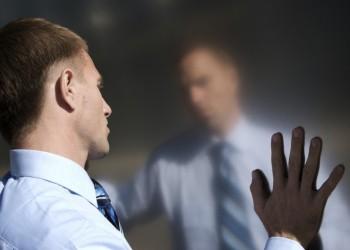 النرجسية .. ما هي الفروق بين المرأة والرجل المصاب بها؟
