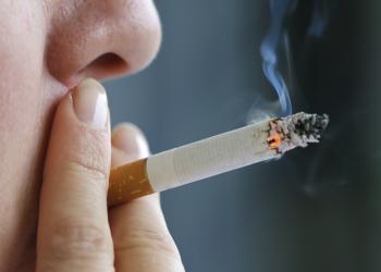 دراسة: المرأة أضعف من الرجل في الإقلاع عن التدخين