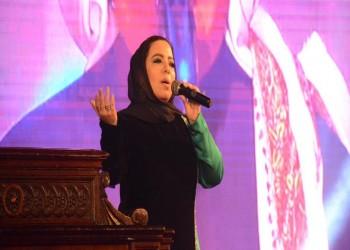 لأول مرة.. مطربة سعودية تغني على خشبة مسرح