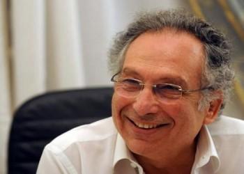 مصر توقف مستشارين لـ«ممدوح حمزة» بتهمة الرشوة.. ومغردون: هرب لفرنسا