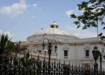 برلماني مصري يعد قانونا يحظر إنشاء الأحزاب على أساس ديني