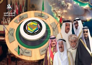 استعدادا للقمة.. شوارع الكويت تتزين بأعلام دول التعاون الخليجي