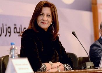 وزيرة الهجرة المصرية بالكويت للقاء مصري تعرض لاعتداء وحشي