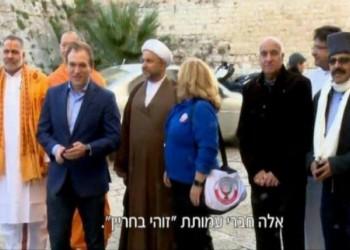 مقدسيون يمنعون وفدا بحرينيا يزور (إسرائيل) من دخول الأقصى